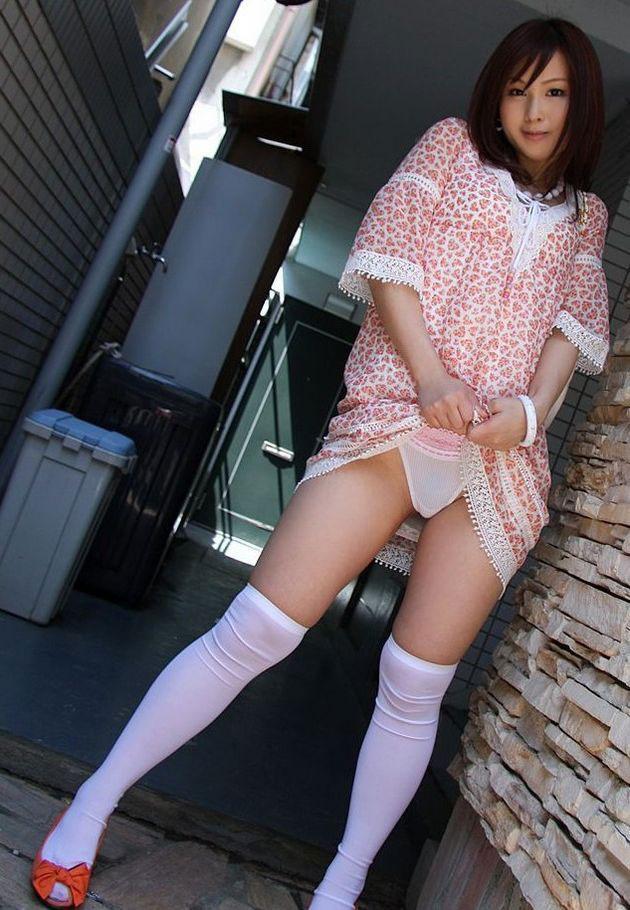【ヌード画像】スカート捲ってくれているありがたい女の子(32枚) 28