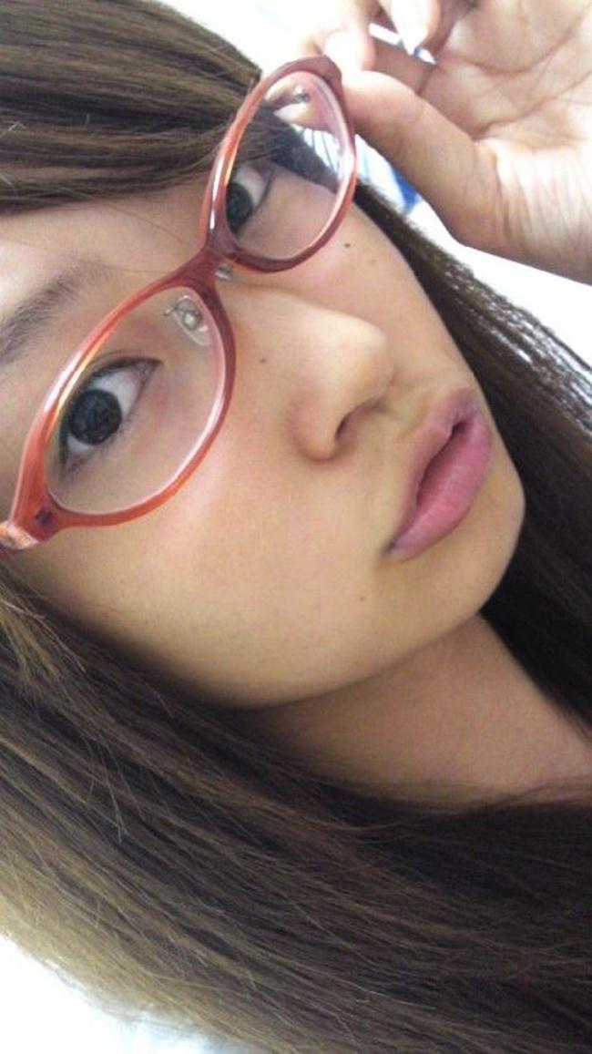 【ヌード画像】縁ありのメガネをかけている女性はエロい(30枚) 01
