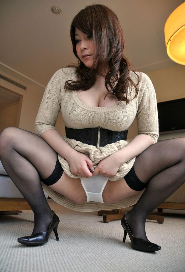 【ヌード画像】M字開脚で下着をモロ見せさせてくる美人(32枚) 19