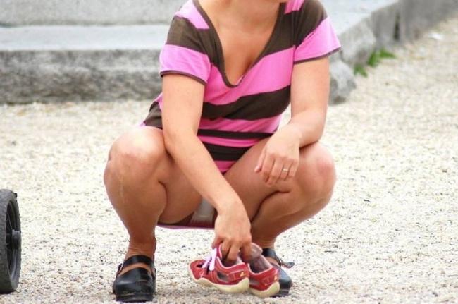 【ヌード画像】スカートで座って膝を上げるとパンモロする(31枚) 14