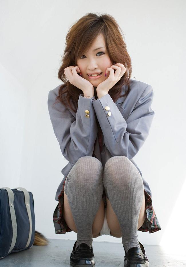 【ヌード画像】スカートで座って膝を上げるとパンモロする(31枚) 21