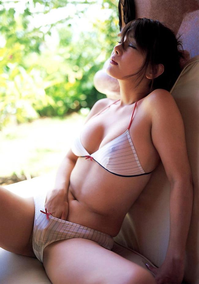 【ヌード画像】上半身が透けて乳首が見えているおっぱい(30枚) 05