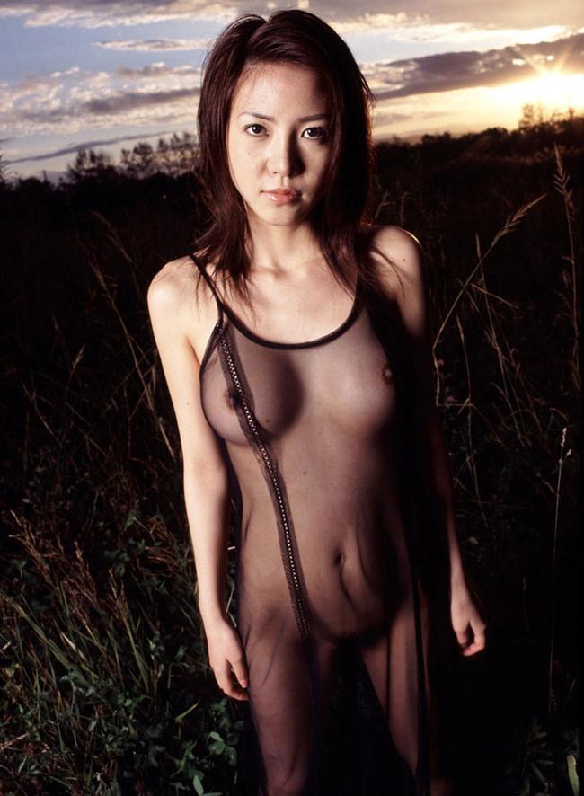 【ヌード画像】上半身が透けて乳首が見えているおっぱい(30枚) 06